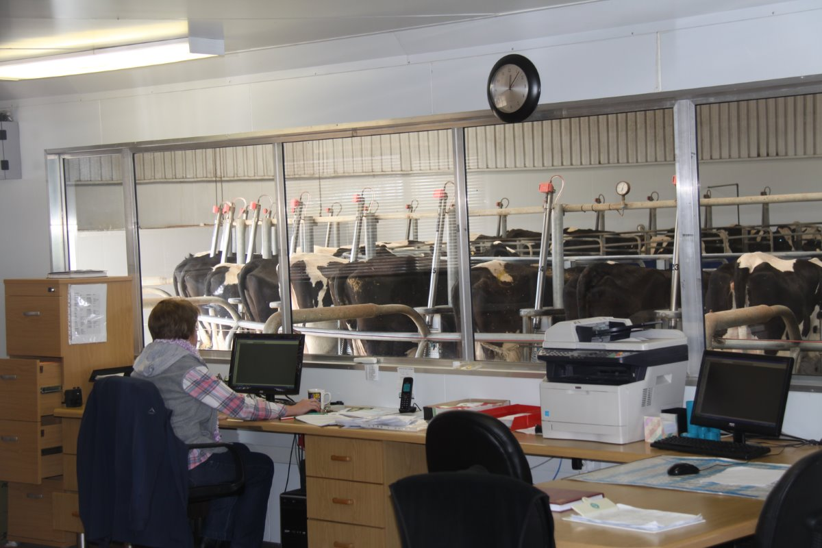 Uilenkraal uses the Israeli system Afikim to keep meticulous electronic records in the computer room adjacent to the rotary milking parlour in order to ensure efficient management of its herd.