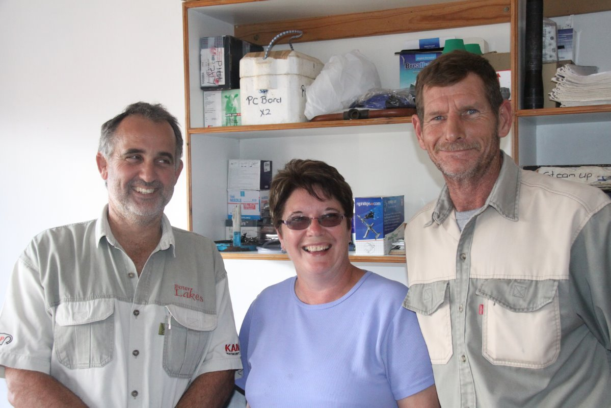 From left to right are De Kock Cloete (53); Christine le Roux, milking parlour manager; and Bottie le Roux, maintenance manager. De Kock has now reached an agreement to buy the cows he is leasing from one of four other farmers at a price of R9 000 each regardless of their stage of production.