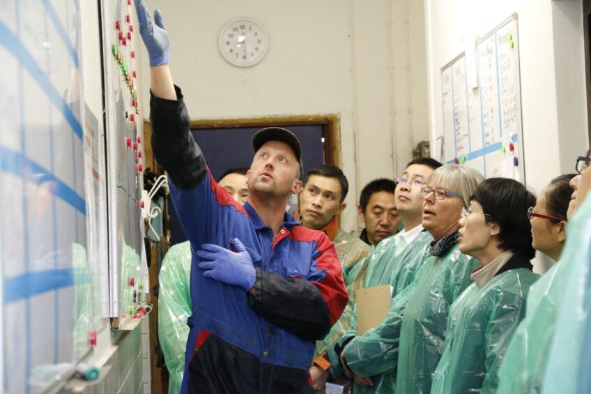 Chinese delegates visit dairy farm